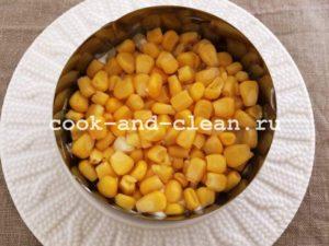 салат крабовый с кукурузой