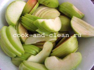 шарлотка с яблоками в мультиварке пошаговый