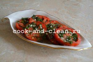 Салат из маринованных помидор