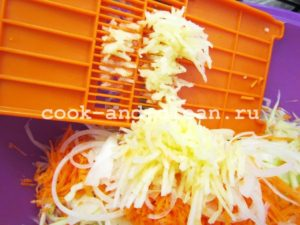 салат витаминный из капусты и яблока