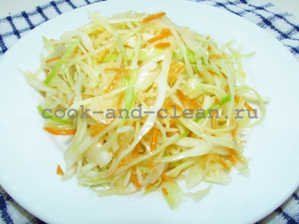 салат со свежей капустой и яблоком