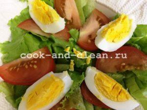 салат цезарь с креветками пошагово