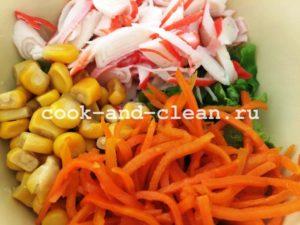 салат с корейской морковью и палочками
