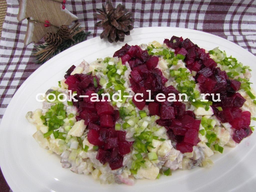 Салат необычный с сельдью