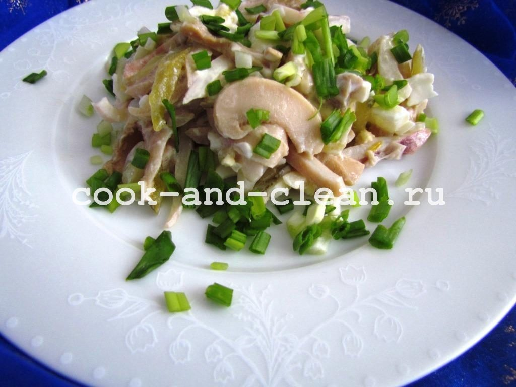 салат кальмары грибы лук