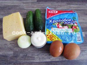 слоеный крабовый салат с сыром