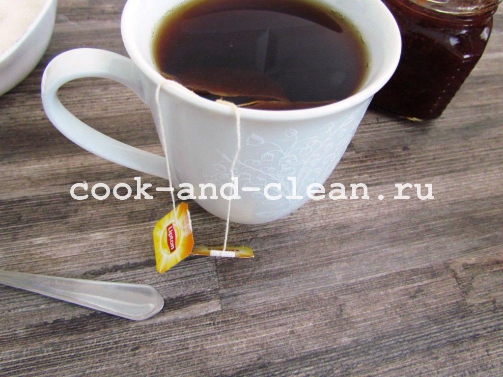 пирог чайный с вареньем