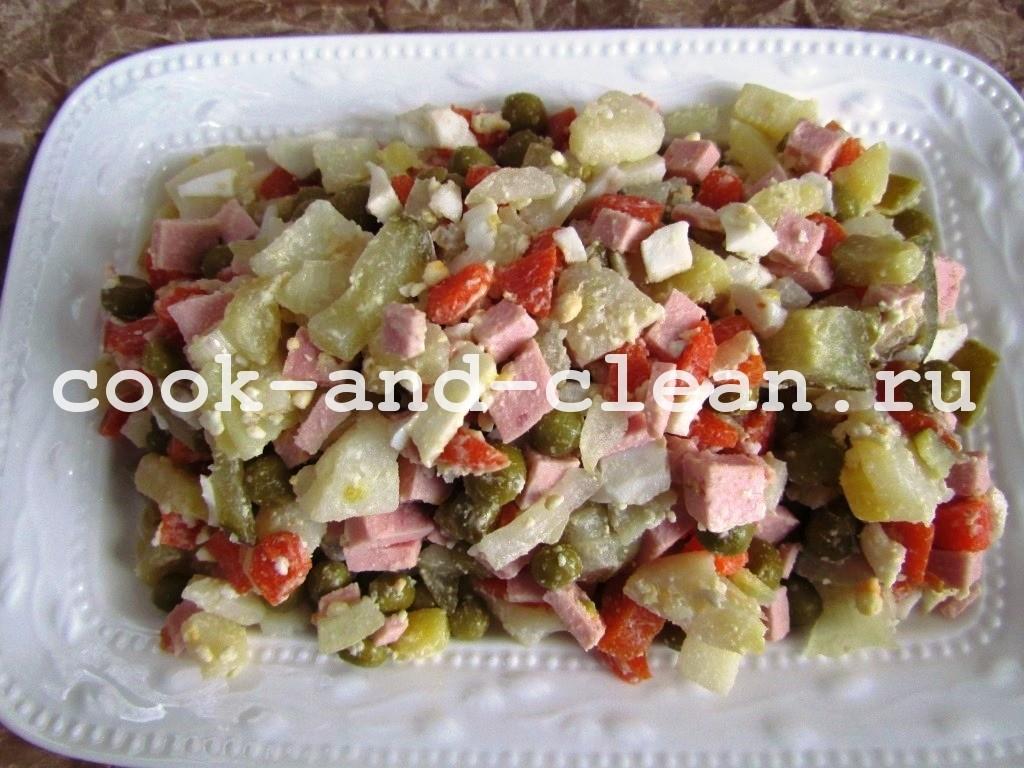Оливье с колбасой