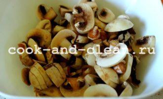 Пирог с грибами и курицей в духовке
