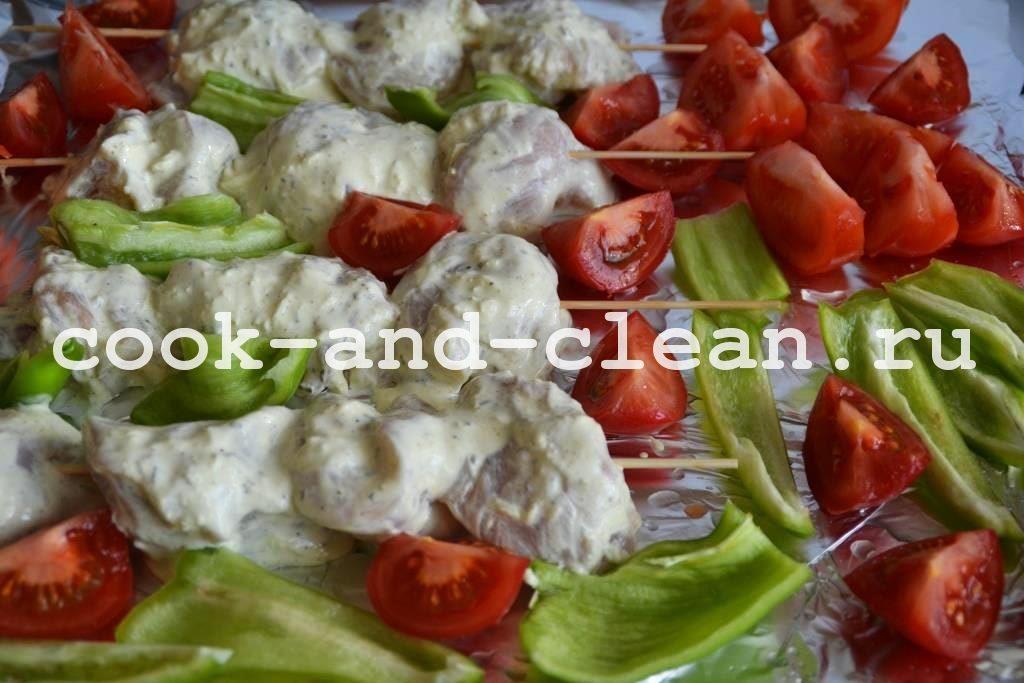 вкусная курица с овощами в духовке
