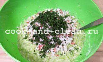 Оладьи из кабачков с крабовым мясом и зеленью рецепт пошагово