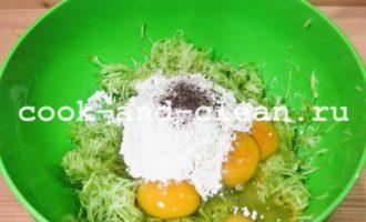 Оладьи из кабачков с крабовым мясом и зеленью рецепт