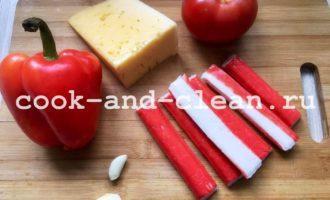 красный салат с крабовыми палочками