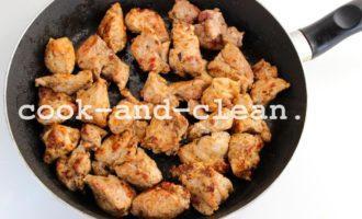 мясо на сковороде мягкое и сочное