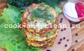 рецепт с фото оладьи из кабачков с крабовым мясом и зеленью