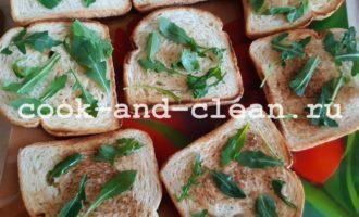 бутерброды с колбасой и овощами