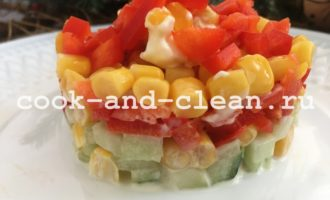 салат с кукурузой, огурцом и яйцом