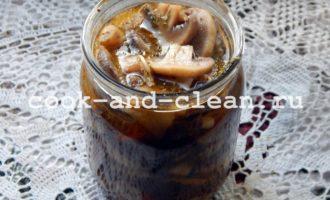 Закуска грибы с яблоком в собственном соку