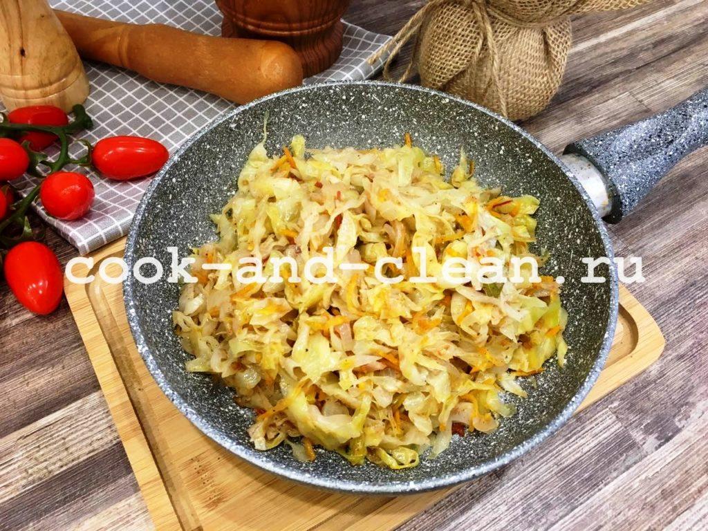 Тушеная-капуста-на-сковороде