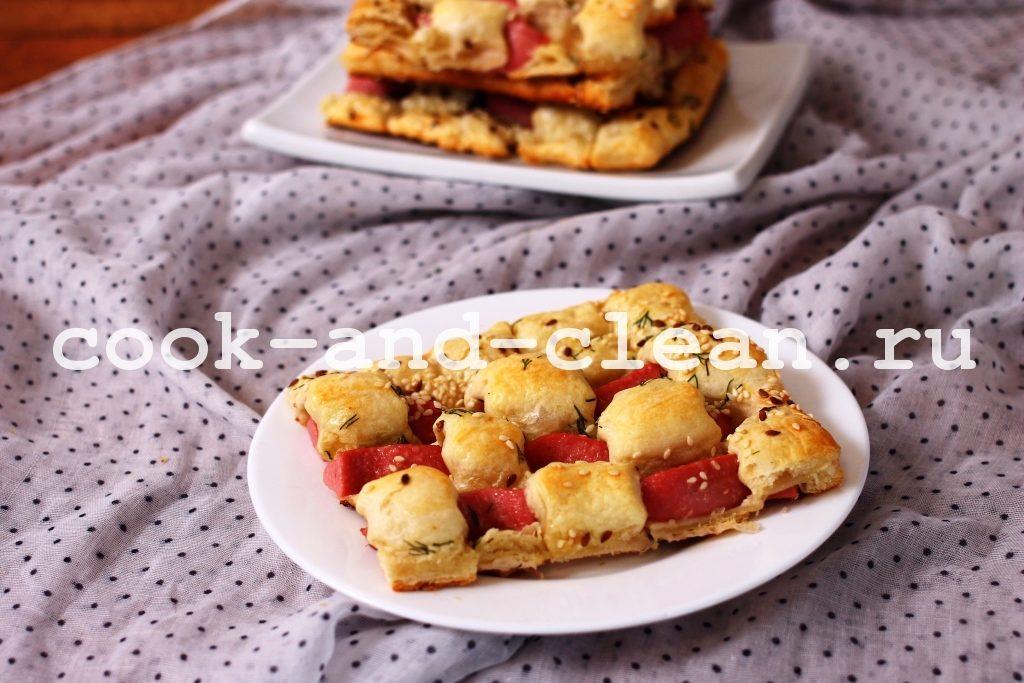 вкусный пирог с сосисками