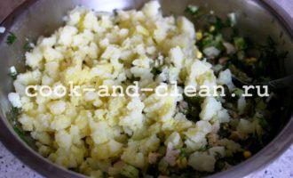 оливье с мясом и солеными