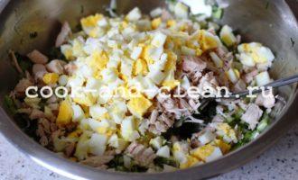 салат с ананасом консервированным и куриной грудкой