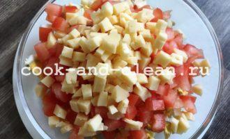 салат с копченой курицей рецепт с помидорами