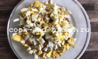 салат с копченой курицей яйцо помидор