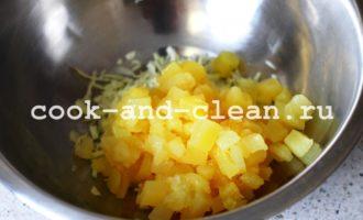 салат с куриной грудкой копченой и ананасами