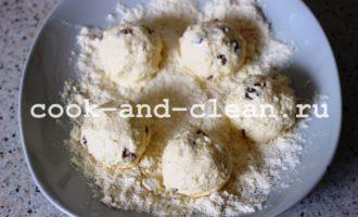 сырники из творога на сковороде с изюмом