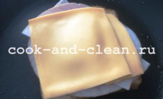 горячие бутерброды на сковороде с помидорами фото