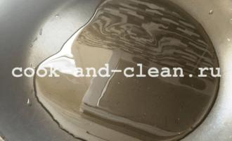 куриная печень в кляре на сковороде