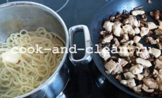 макароны с курицей и грибами в духовке