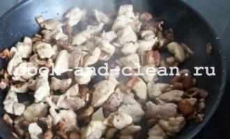 макароны с курицей и грибами в сливках