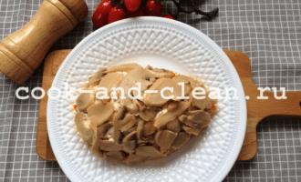 салат курица грибы