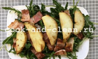 салат с грушей и беконом