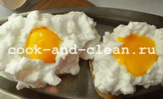 яичница с гренками в духовке