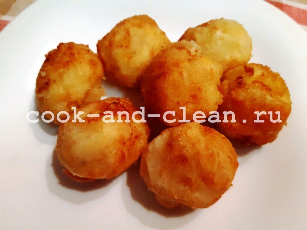 Картофельные шарики из пюре с сыром