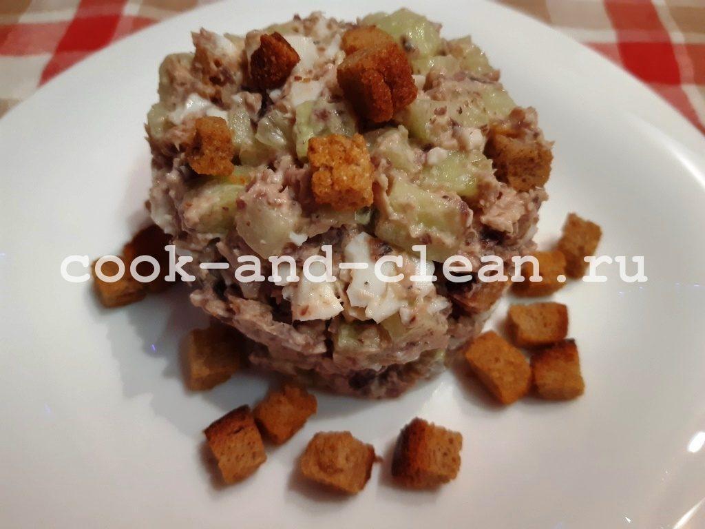 Салат с консервированным тунцом и свежим огурцом