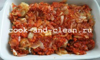вкусный хек с овощами в духовке