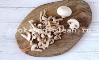 гнезда из макарон с фаршем и грибами