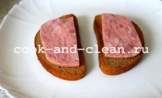 горячие бутерброды с ветчиной помидором сыром