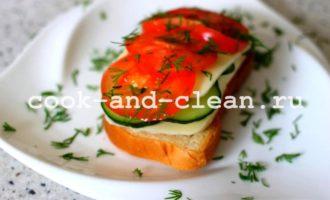 горячие бутерброды с моцареллой и помидорами пошагово