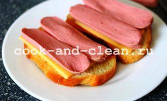 горячие бутерброды с сосисками и помидорами рецепт