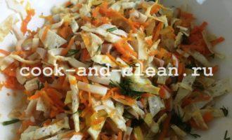 как приготовить салат с кальмарами и блинами