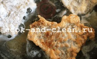мясо отбивное в кляре на сковороде