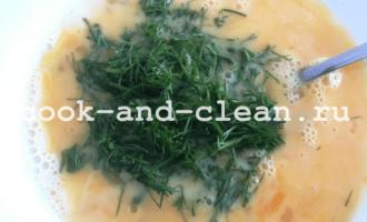 омлет с сыром на сковороде с молоком