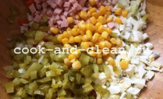 салат оливье с кукурузой фото