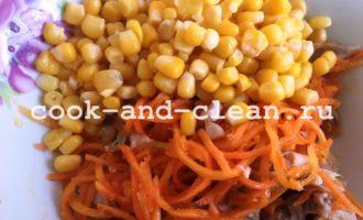 салат с корейской морковью и копченой курицей фото