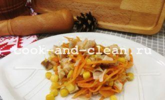 салат с корейской морковью копченой курицей
